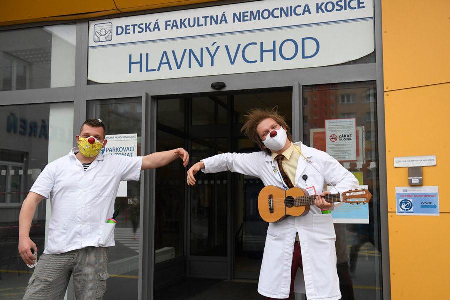 Do DFN sa opäť vrátili zdravotní klauni, prekvapili aj personál